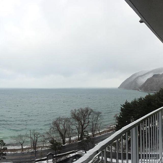 猪苗代湖は完全に冬入り。ただ、例年と比べると雪は少なめですね。#郡山 #福島 #猪苗代 #猪苗代湖畔 #猪苗代湖 #雪 #冬 #不動産 #リゾート #マンション #寒い #物件 #ロケーション #location #photography  #photographer  #photo  #景色 #photooftheday  #photograph  #画像 #写真好きな人と繋がりたい  #写真撮ってる人と繋がりたい  #写真 #眺望 #眺め #ベランダ  #バルコニー